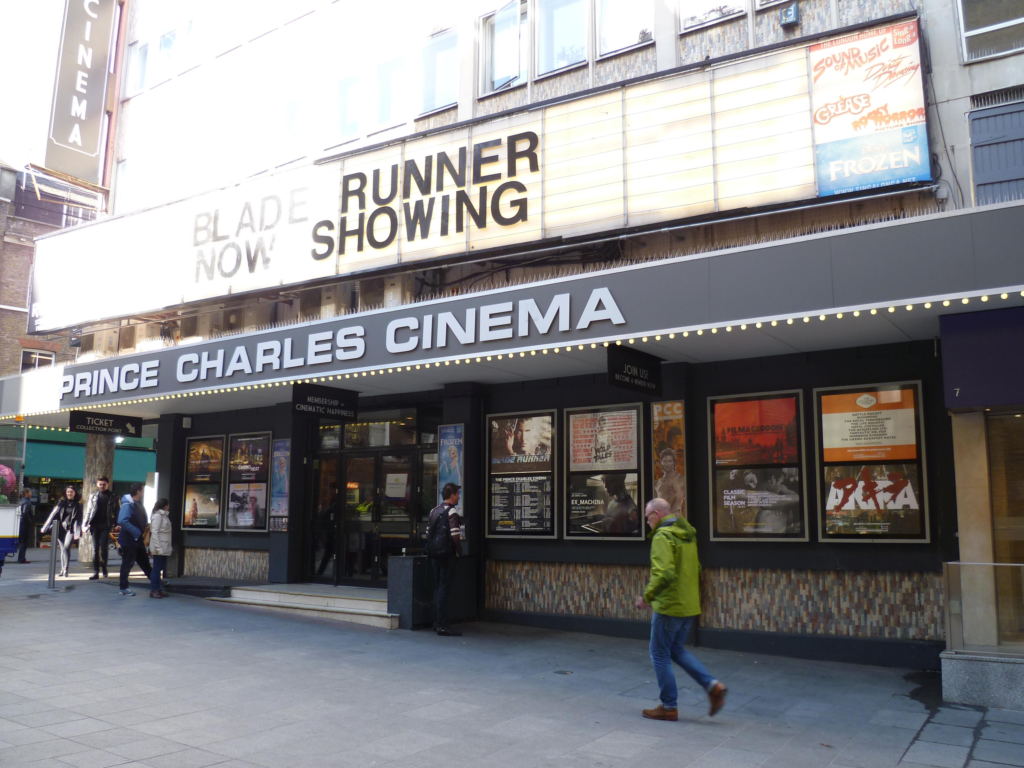 """Vangelis compuso la banda sonora de la película de culto Blade Runner, que no fue publicada hasta 1992 con motivo del """"montaje del director""""."""