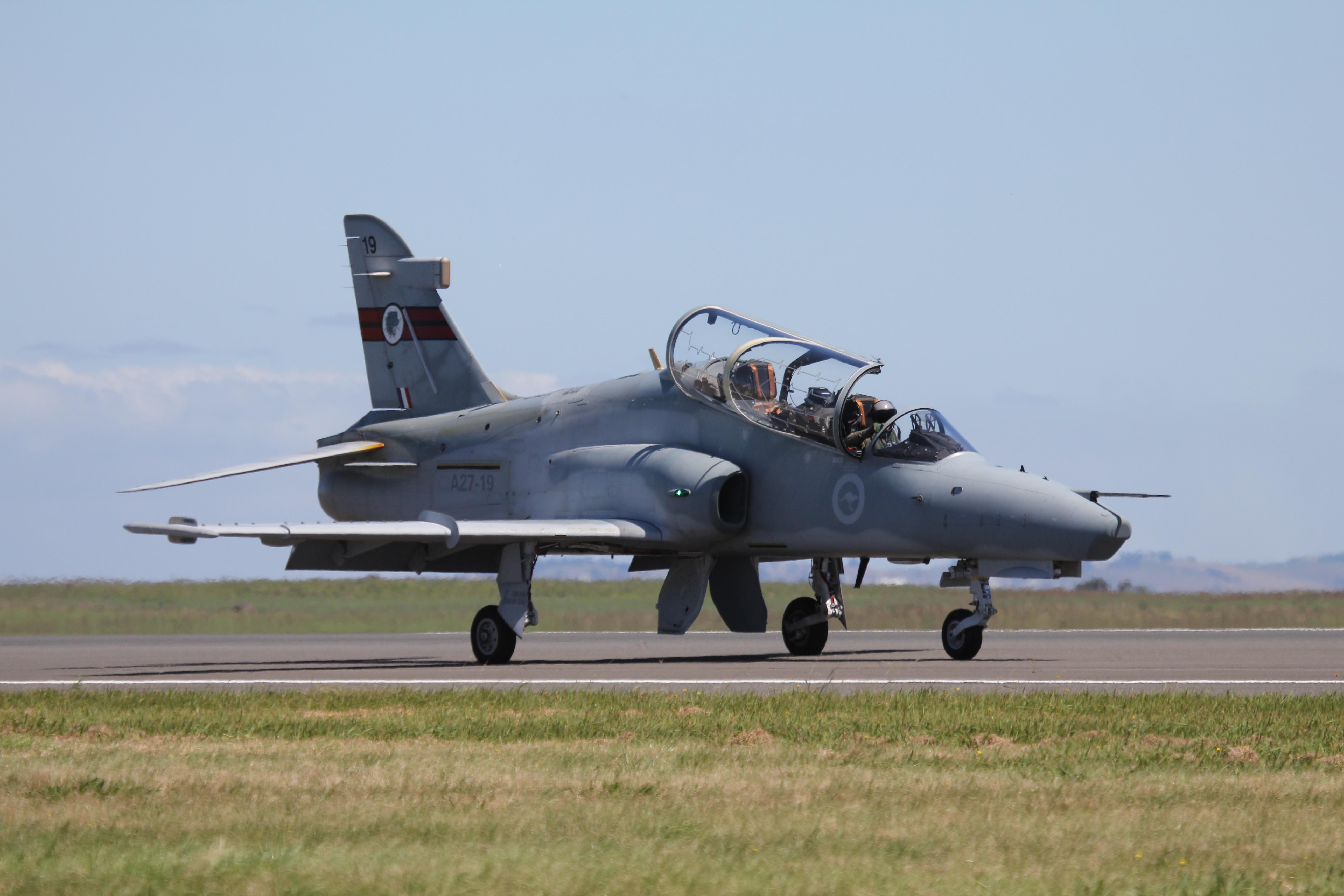 Questa immagine ha l'attributo alt vuoto; il nome del file è RAAF_Hawk_127_2011.jpg