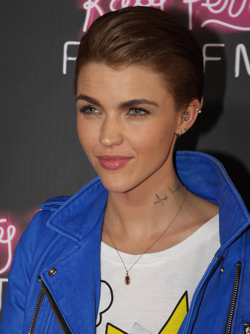 The 32-year old daughter of father (?) and mother Katia Langenheim Ruby Rose in 2019 photo. Ruby Rose earned a  million dollar salary - leaving the net worth at 1 million in 2019