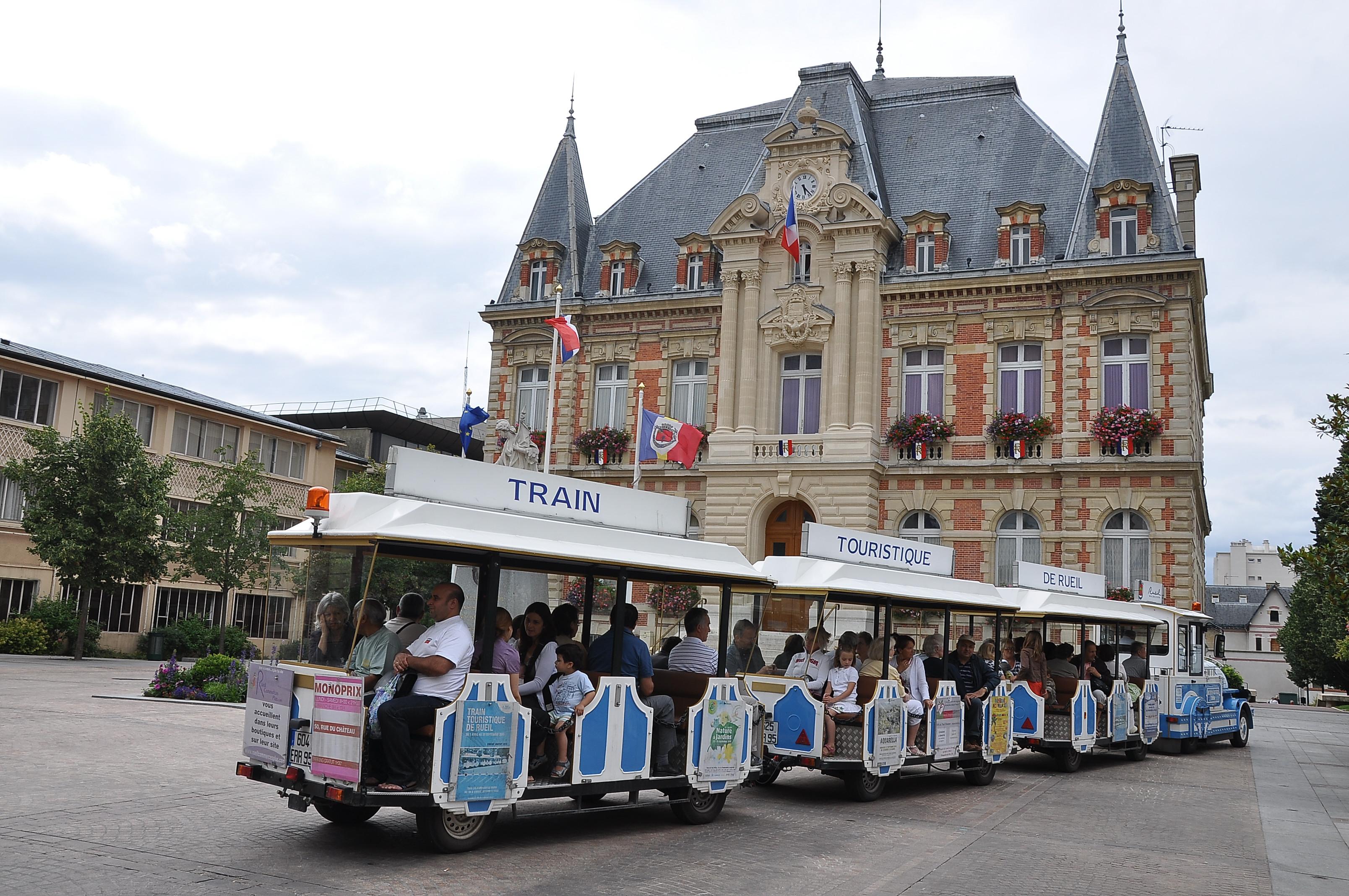 file rueil malmaison petit train devant la mairie 001 jpg. Black Bedroom Furniture Sets. Home Design Ideas