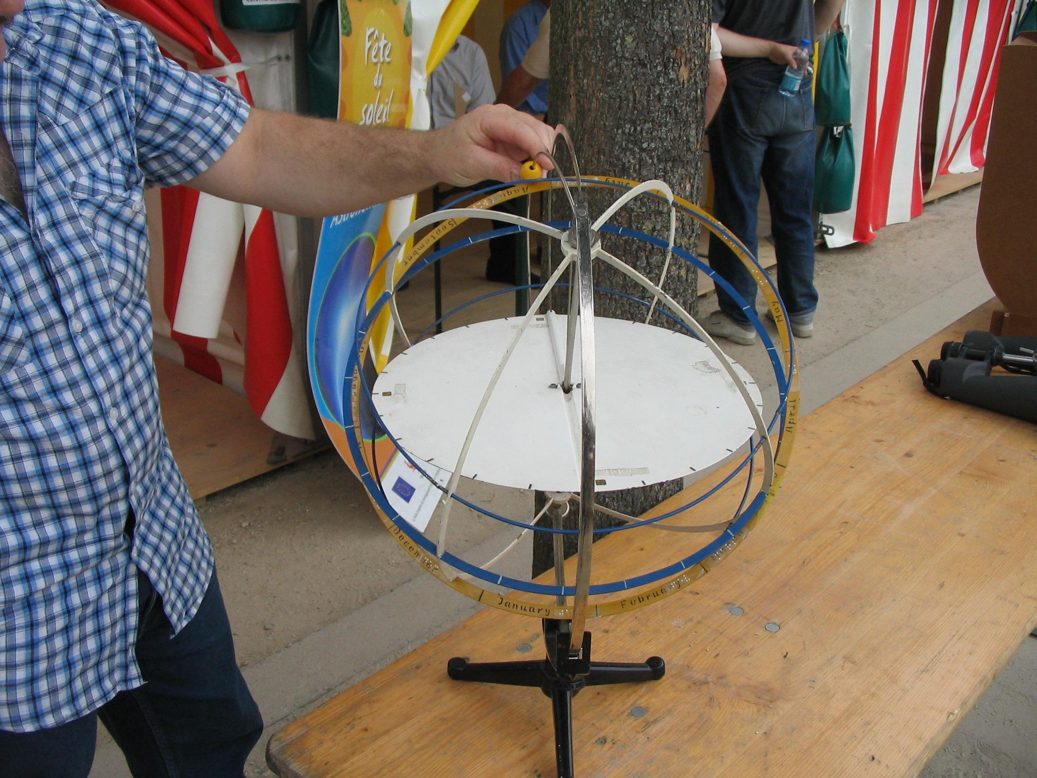 e387304d5ed Fichier SAL-Sphere armillaire-LiegeSurSable-01AUG2010.jpg — Wikipédia