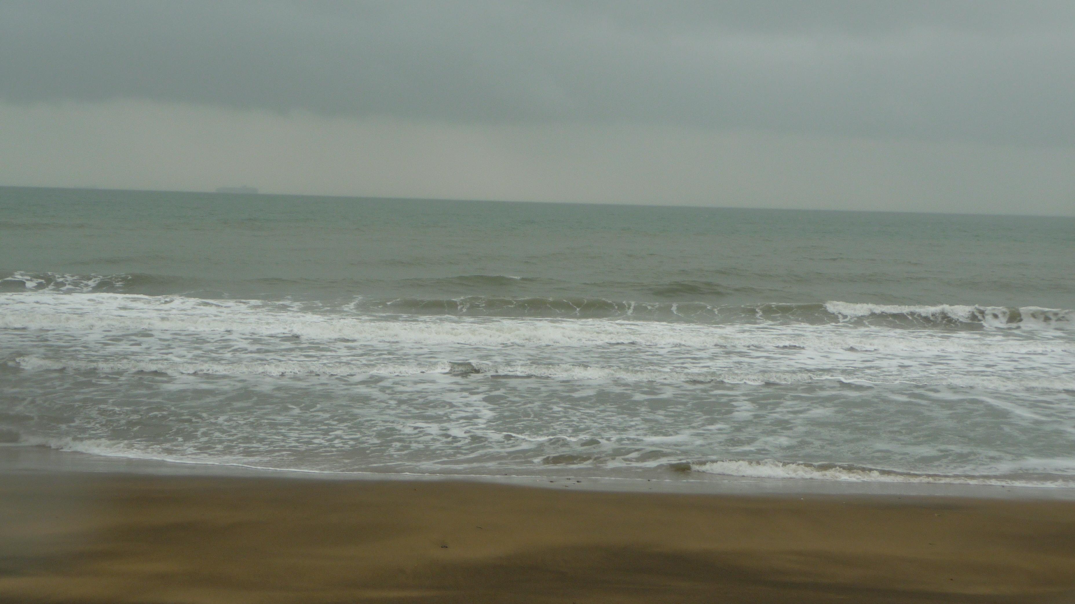 File:Sandown beach in bad weather 2.JPG