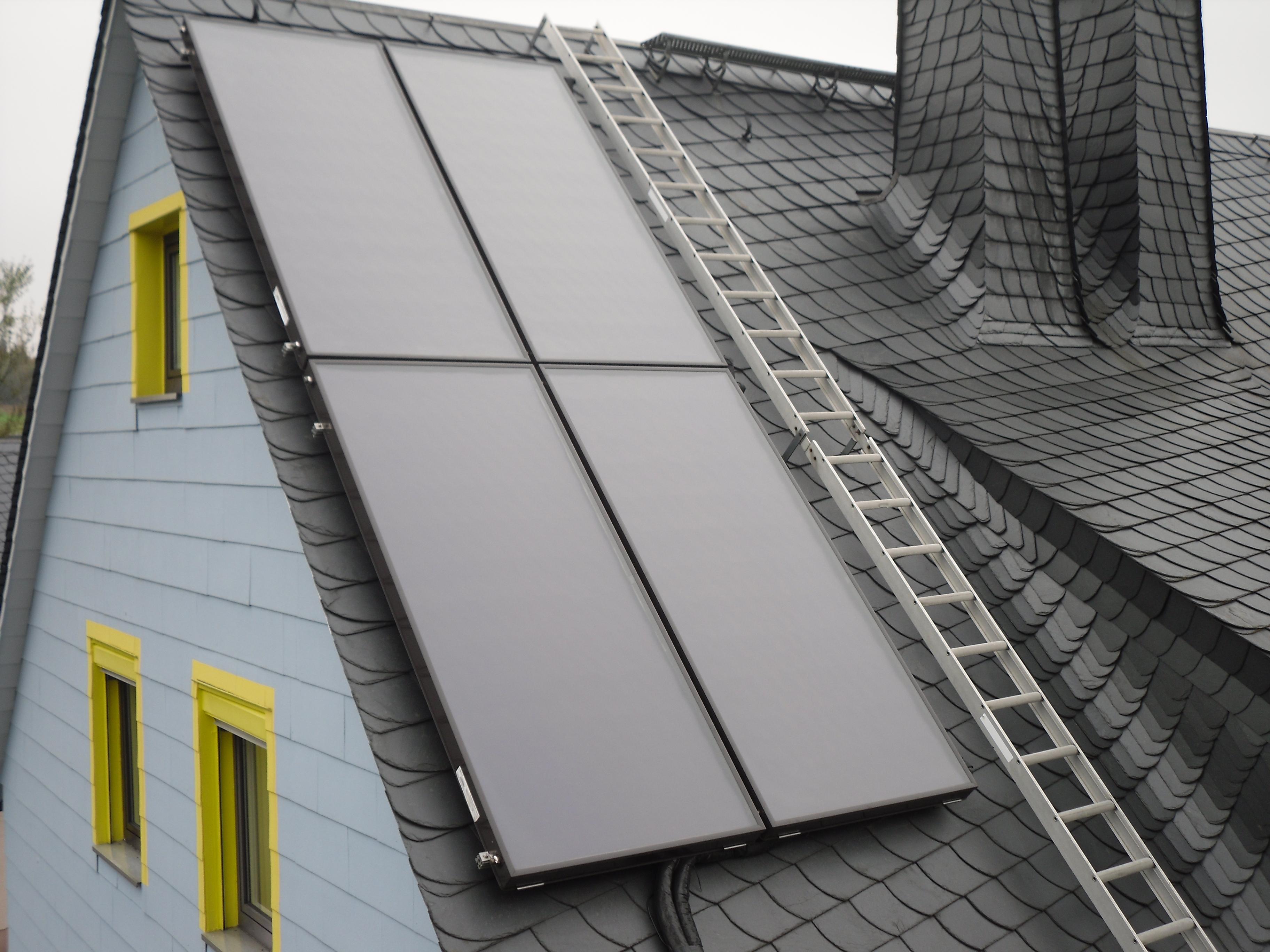 Sonnenkollektoren von ChNPP - Eigenes Werk. Lizenziert unter CC BY-SA 3.0 über Wikimedia Commons.