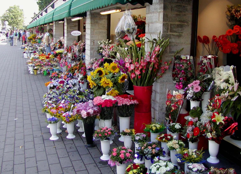 File Tallinn flower market Wikimedia mons