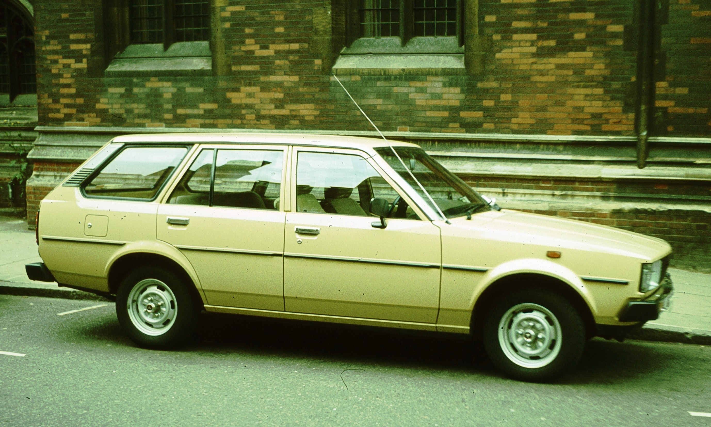 File:Toyota Corolla E70 Estate Cambridge.jpg - Wikimedia Commons