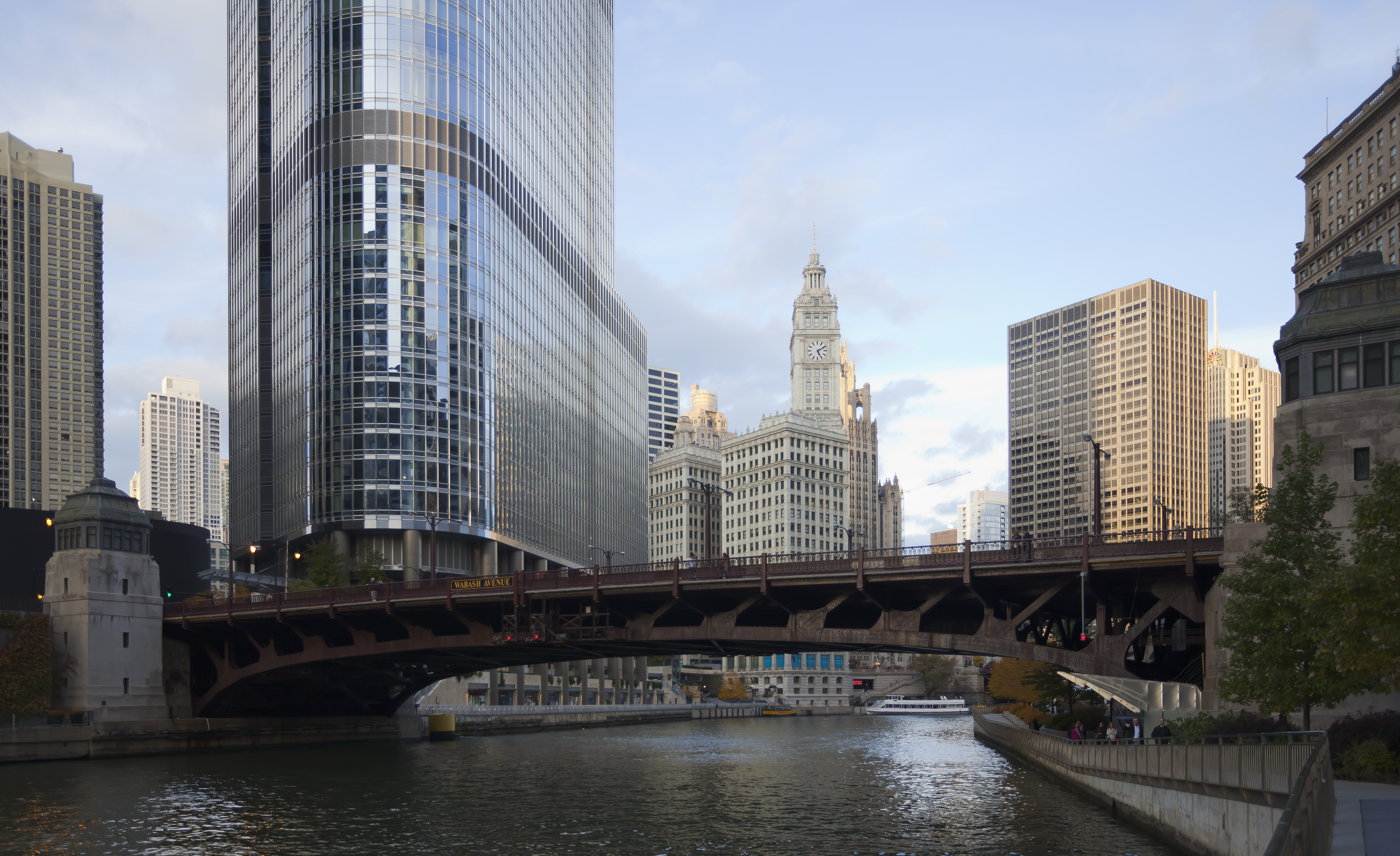 File trump international hotel and tower chicago for Inns in chicago