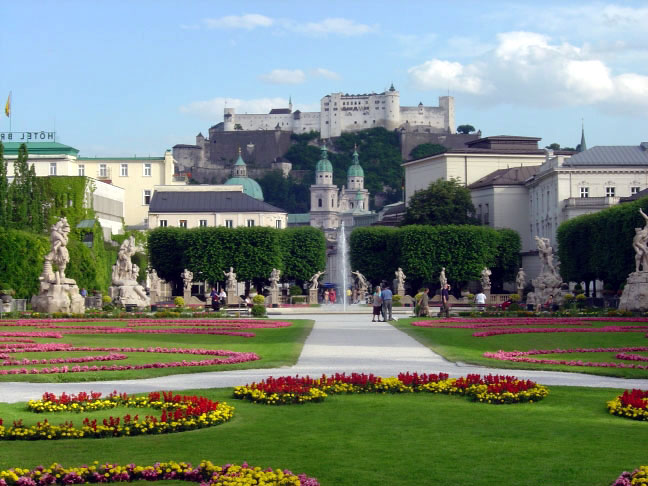 [Bild: View_of_Salzburg_Fortress_from_Mirabell_Gardens.jpg]