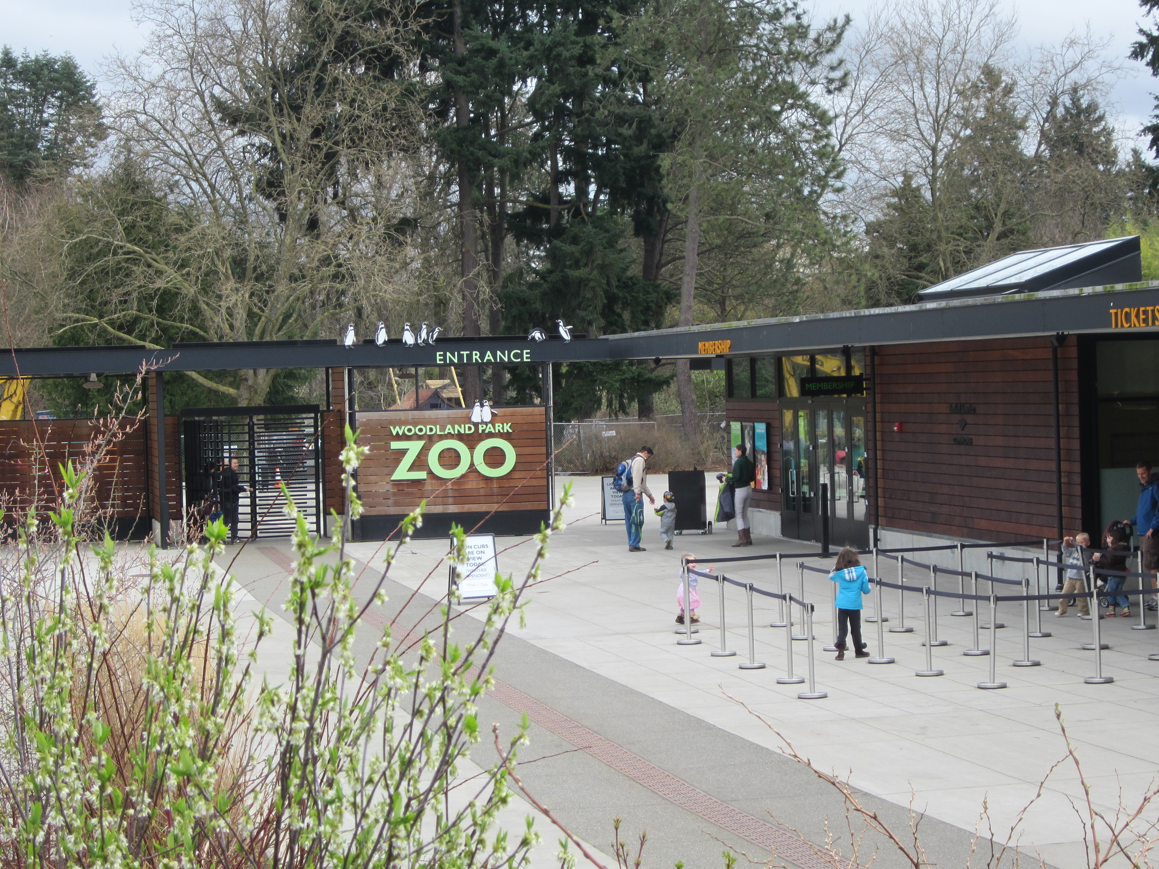 Woodland Park Zoo Entrance.JPG