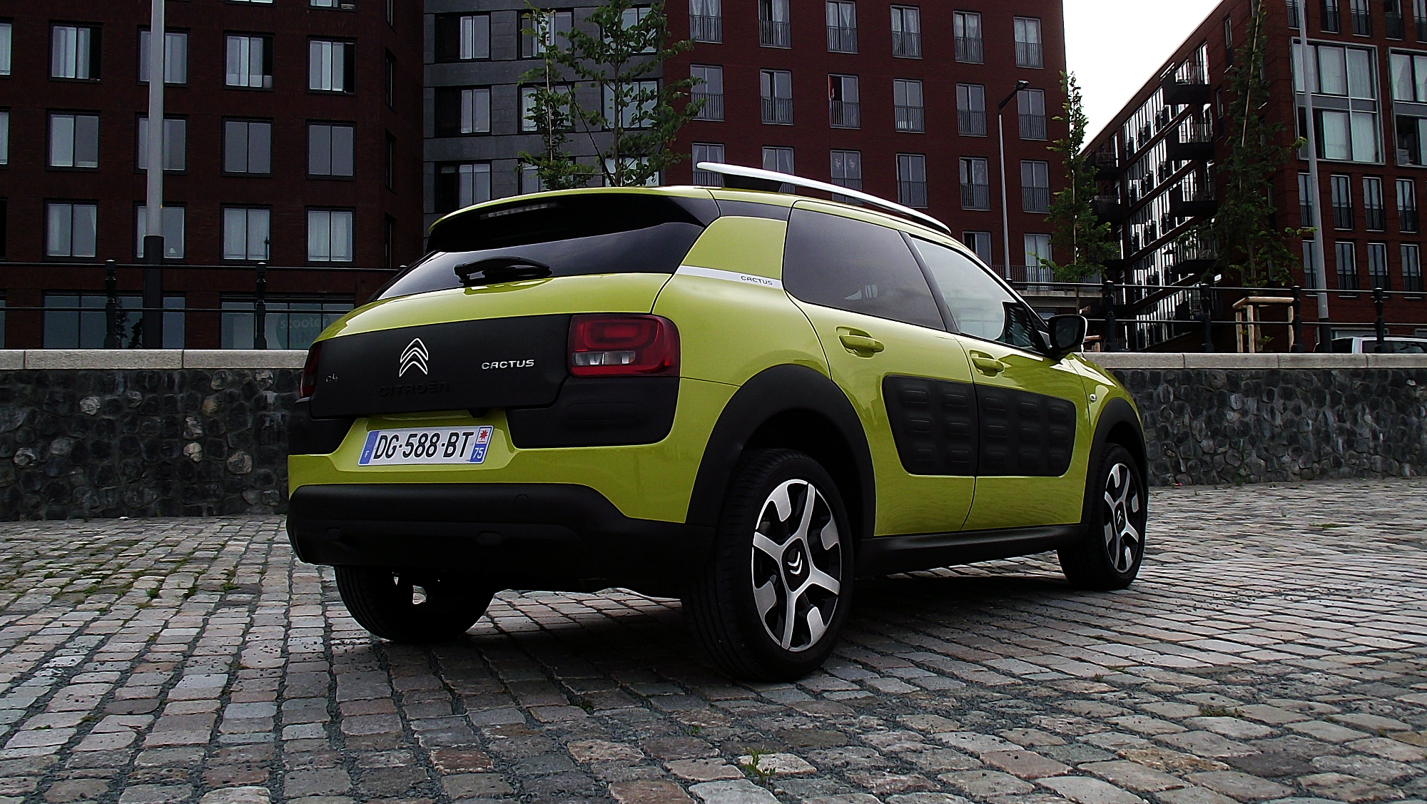 file 2014 citroen c4 cactus feel edition puretech e thp 110 heckansicht hello yellow jpg. Black Bedroom Furniture Sets. Home Design Ideas