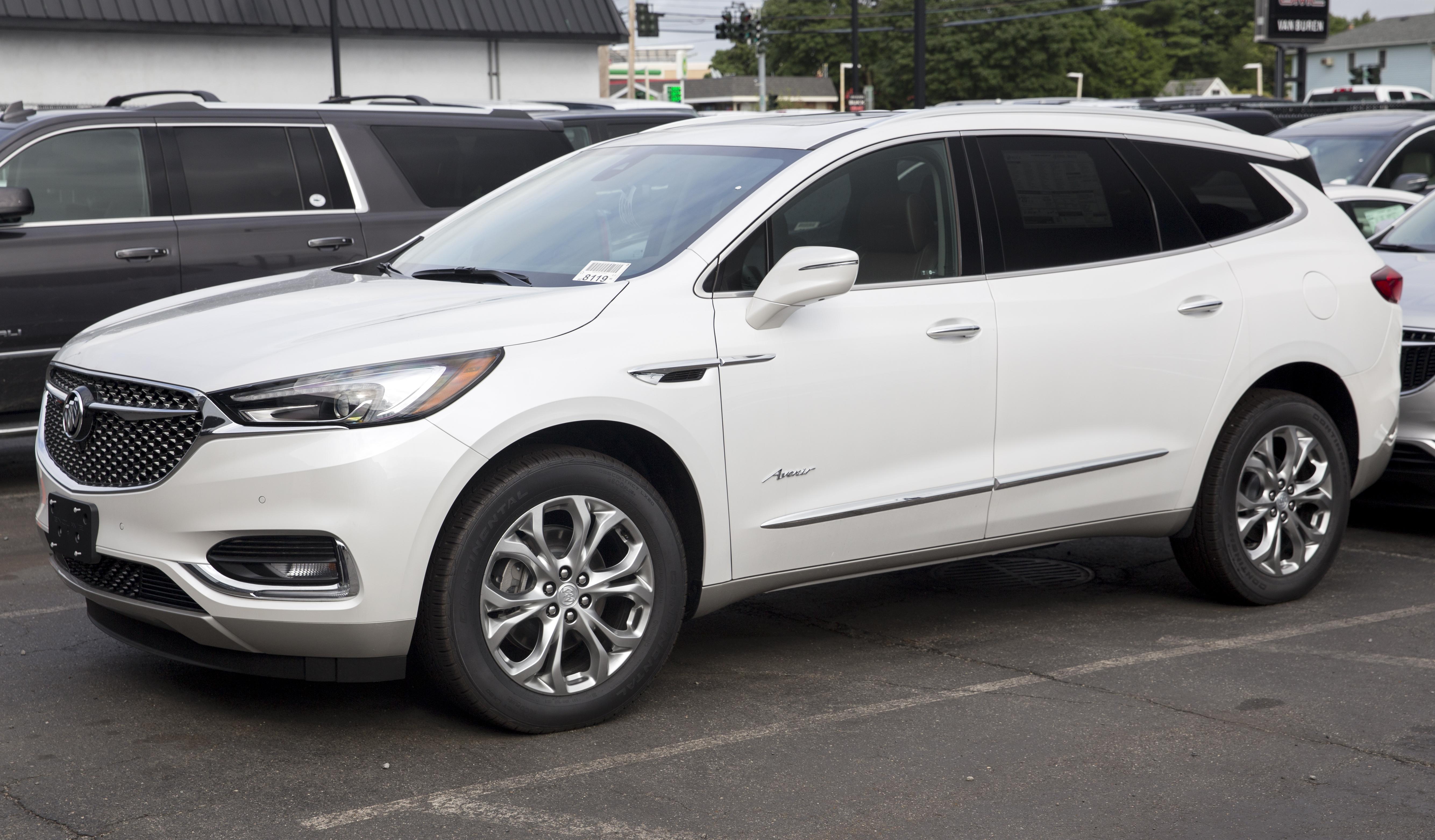 File:2018 Buick Enclave Avenir AWD (white), front left.jpg ...