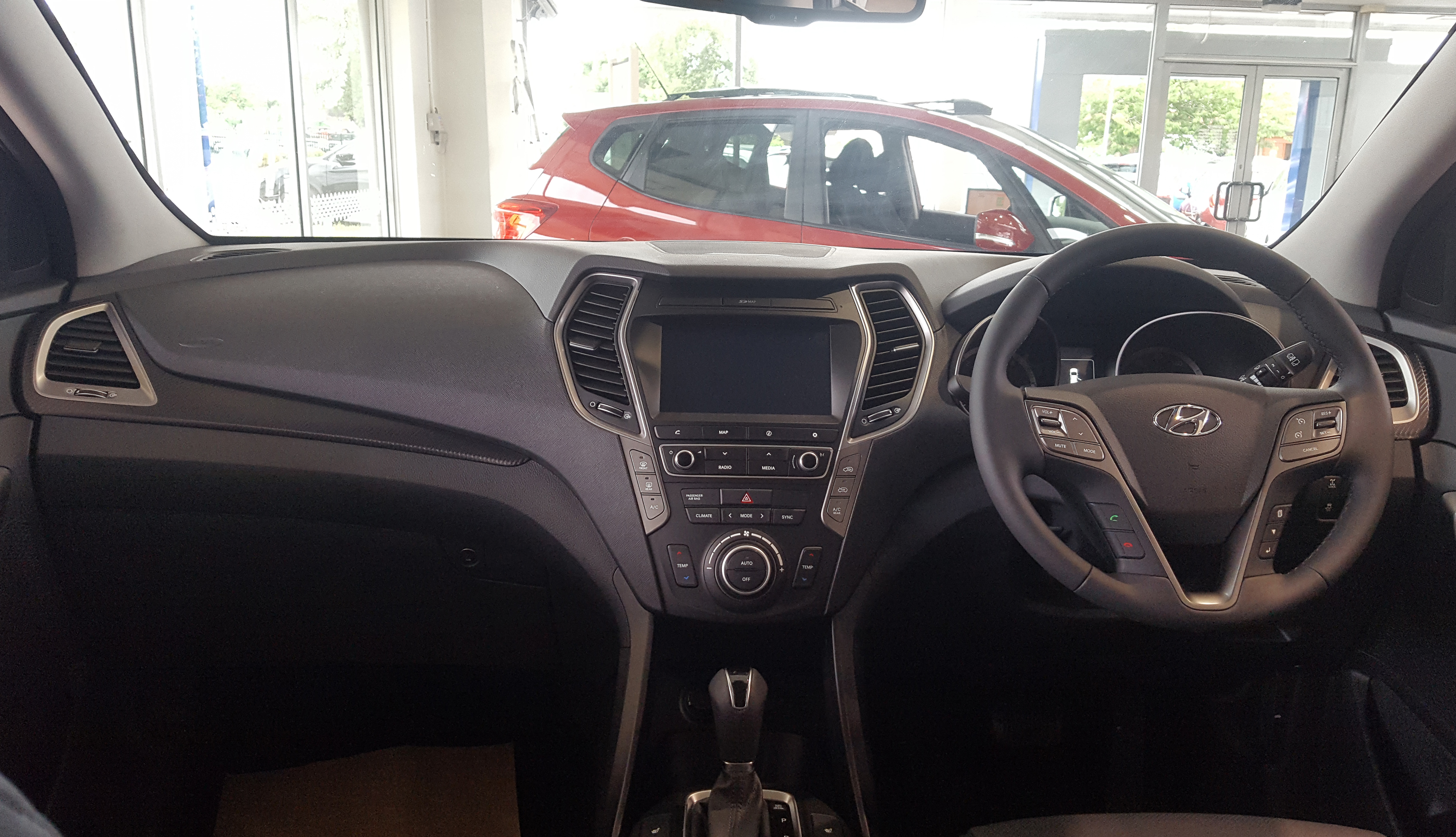 File:2018 Hyundai Santa Fe CRDi 4WD Interior.jpg - Wikimedia Commons