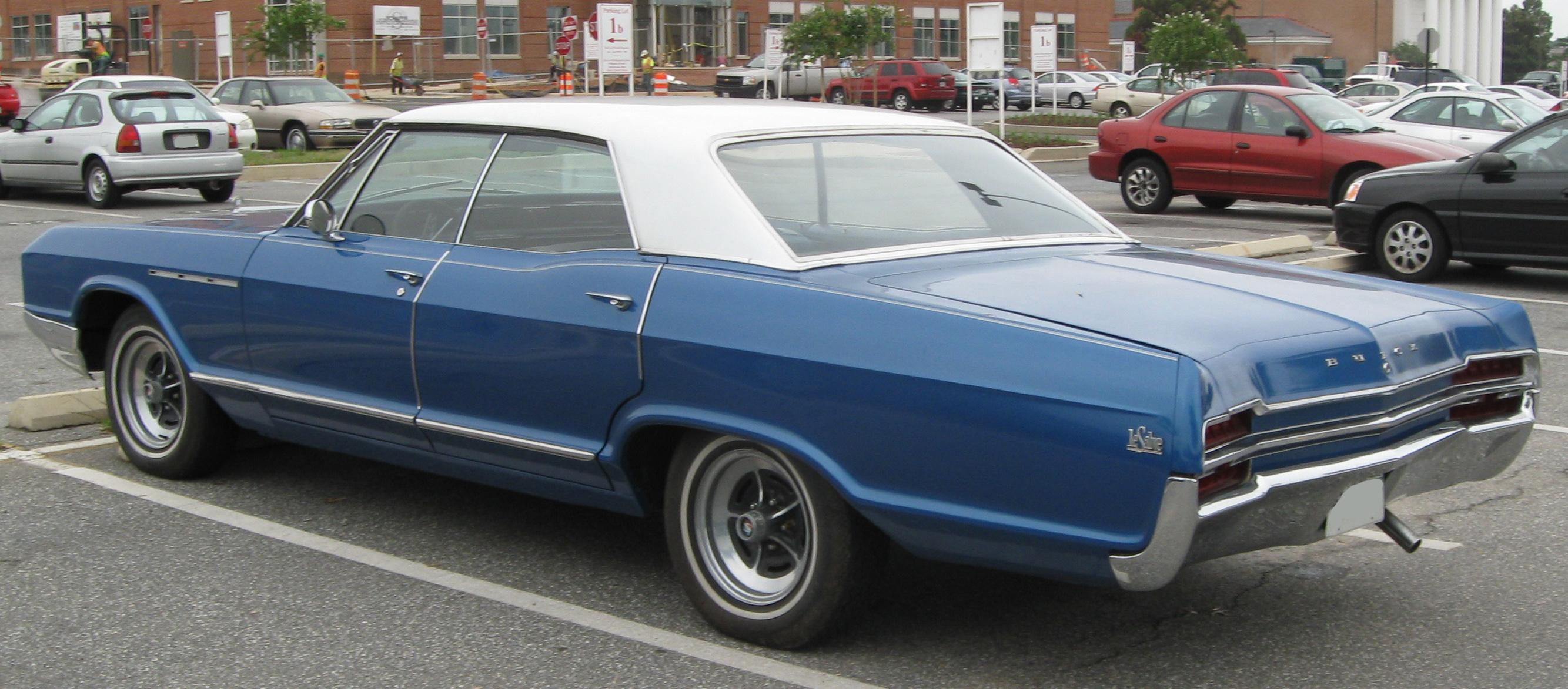 File 3rd buick lesabre sedan rear 08 29 2009 jpg wikimedia commons