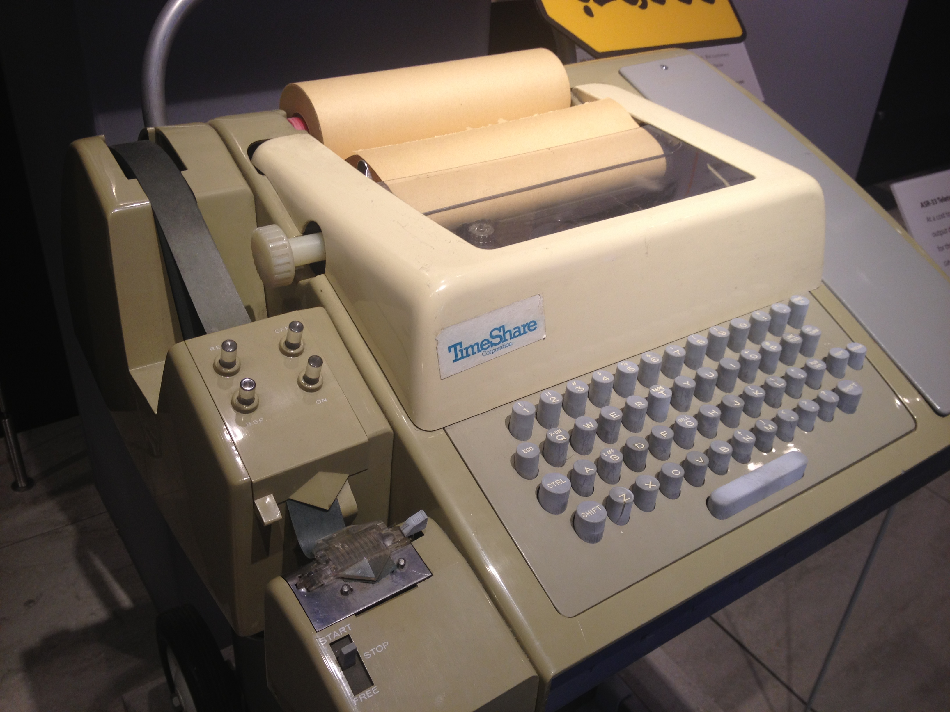 eletypeodel33teleprinter,withpunchedtapereaderandpunch,usableasacomputerterminal