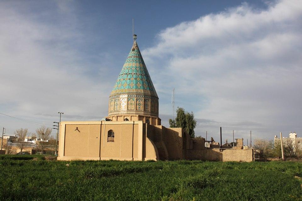 Risultati immagini per آرامگاه ابولولو در کاشان
