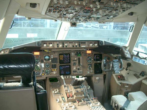 File:AeroMexico Boeing 767-300ER cockpit jpg - Wikipedia