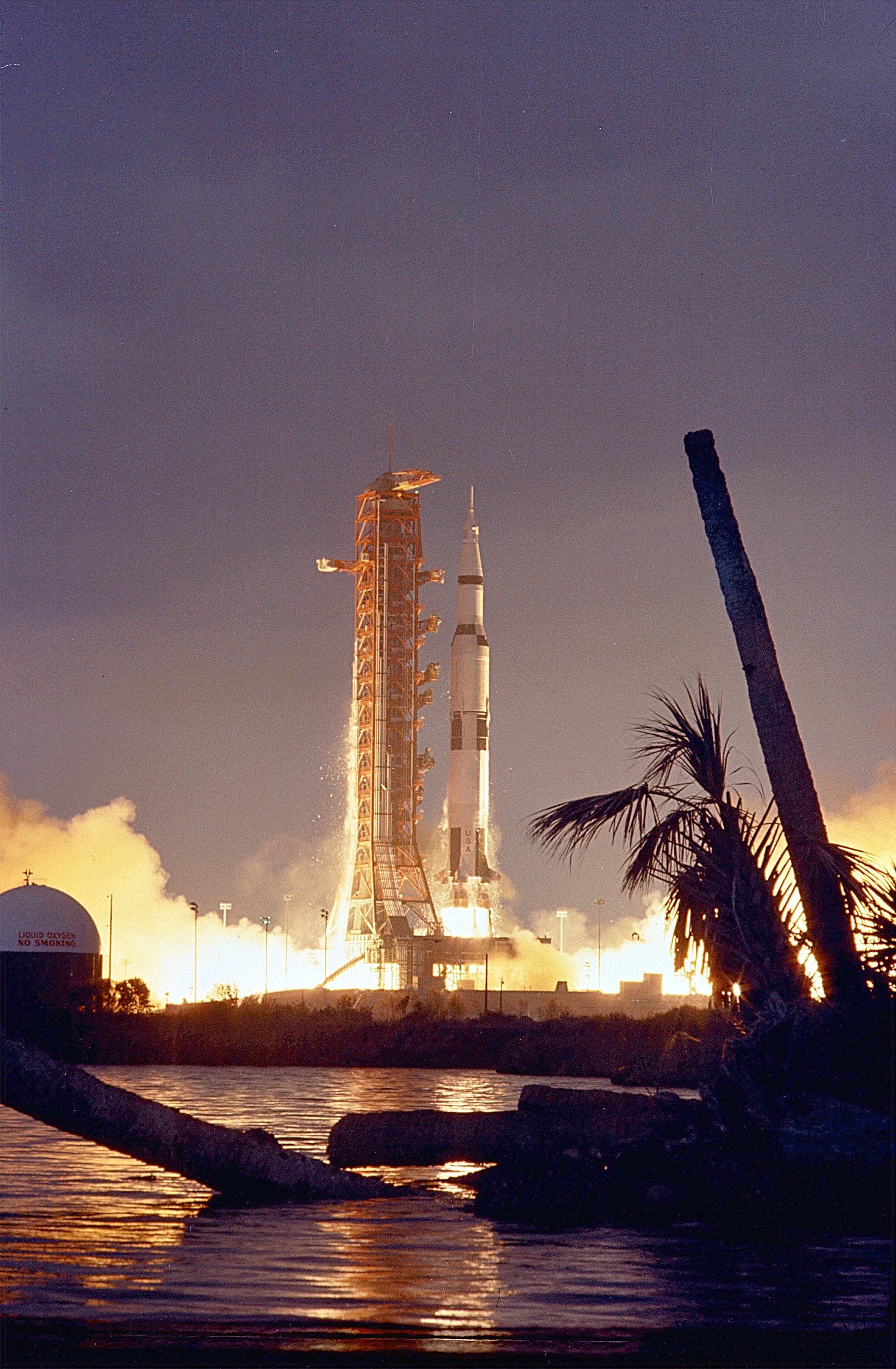 File:Apollo 14 Launch - GPN-2000-000633.jpg - Wikipedia