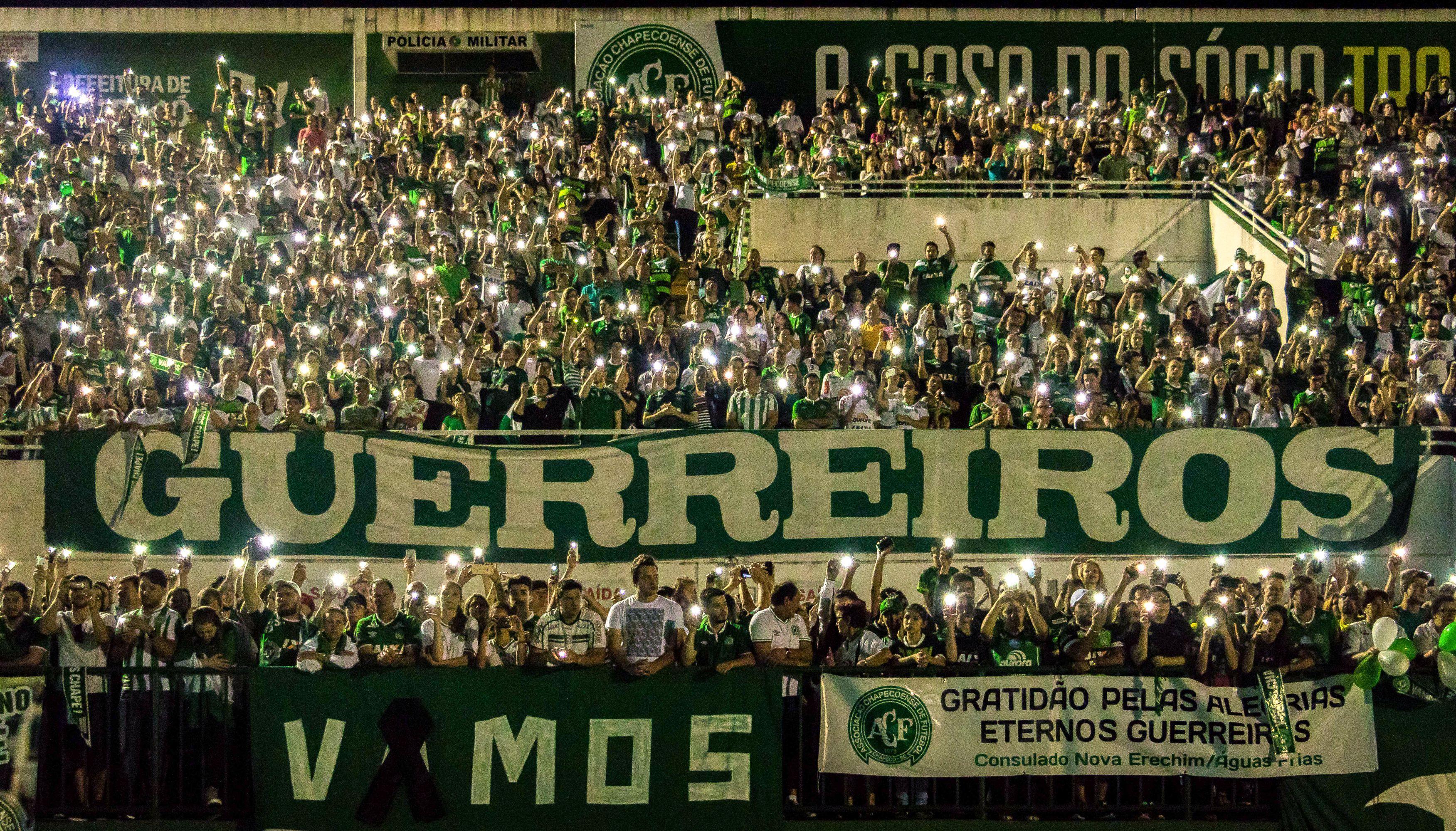 Arena Cond%C3%A1 tem tributo pelas v%C3%ADtimas de voo da Chapecoense 02 Agora, a Copa do Brasil...