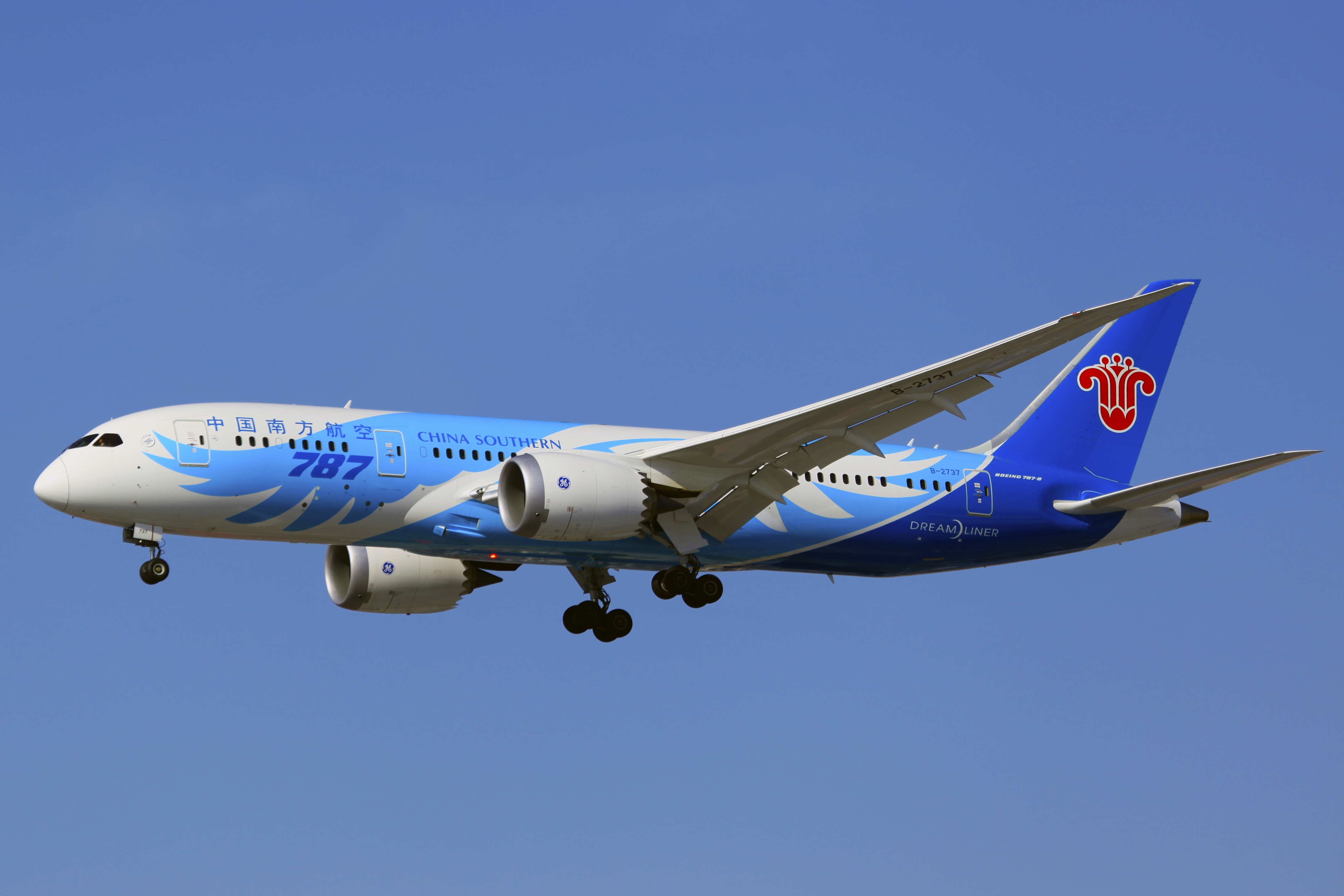 File:B-2737 - China Southern Airlines - Boeing 787-8 Dreamliner -