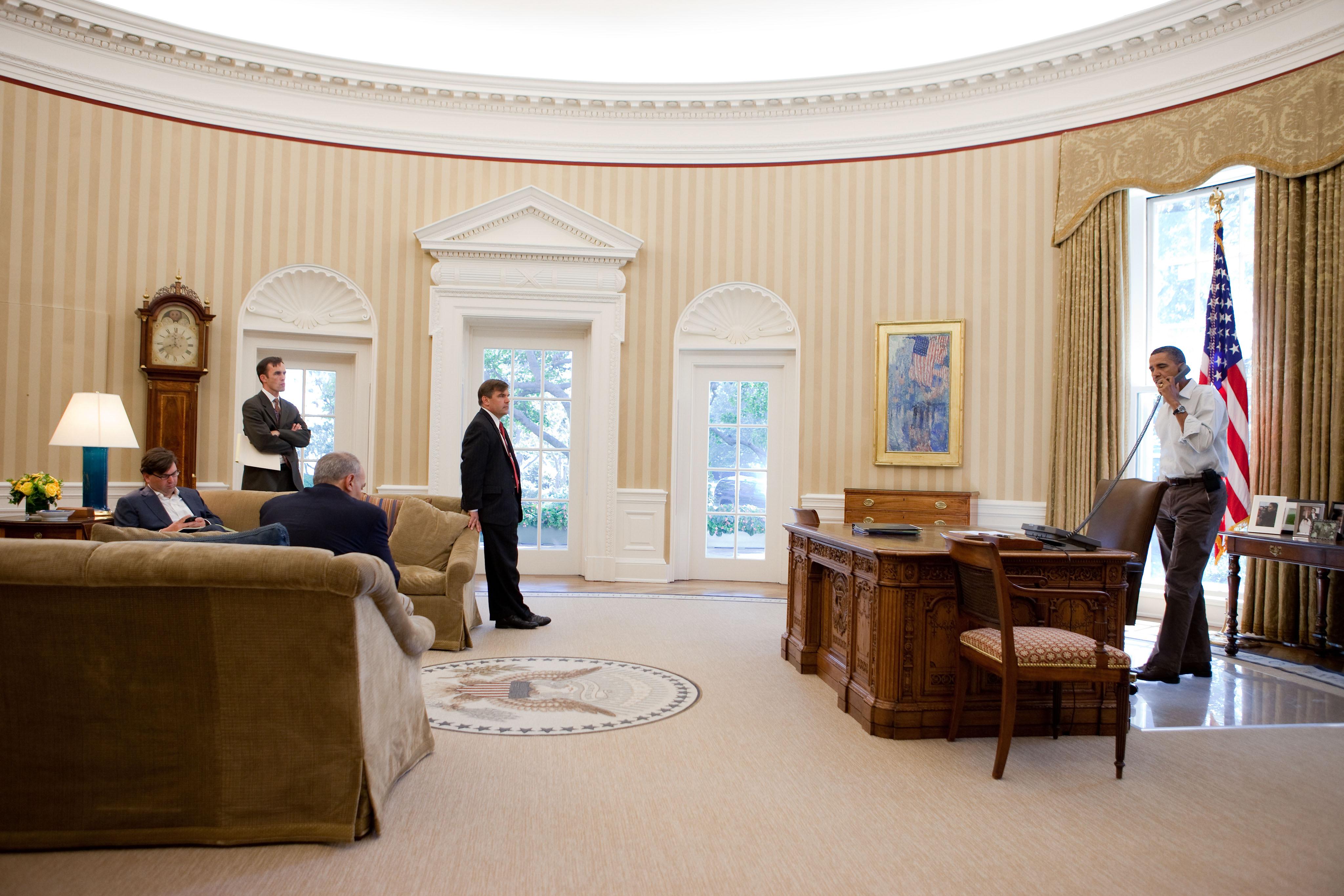 description barack obama in the oval office in september