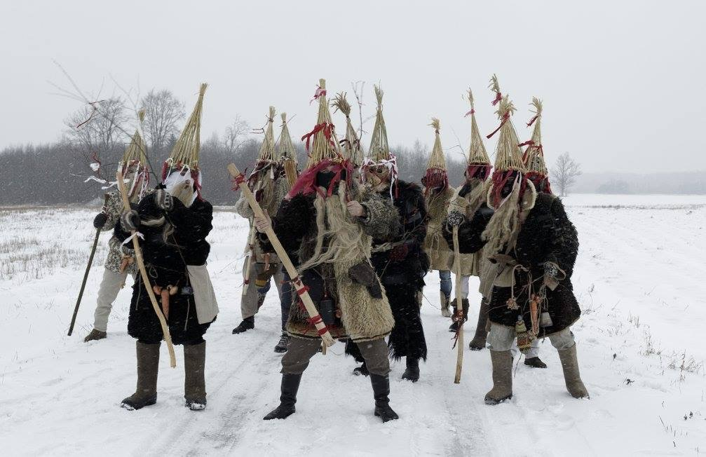 Image of Mummers by Spekozols on Wikimedia Commons