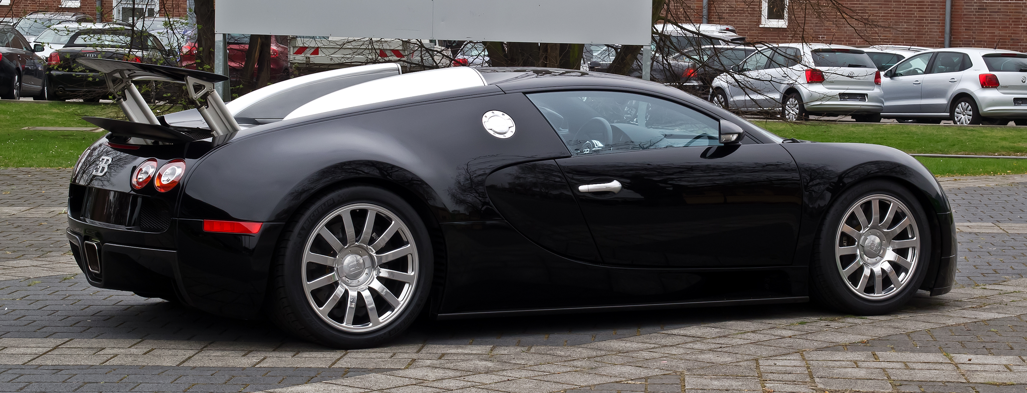 File:Bugatti Veyron 16.4 – Heckansicht, 5. April 2012, Düsseldorf ...