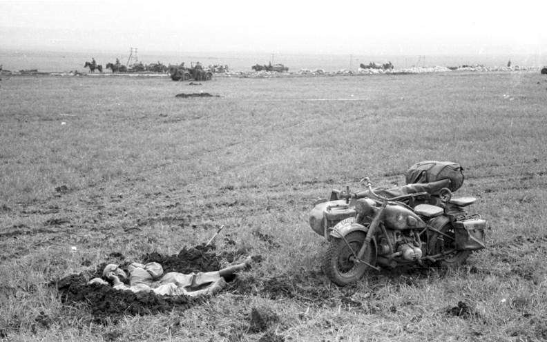 file bundesarchiv b 145 bild f016223 0018 russland kertsch soldaten motorrad mit beiwagen. Black Bedroom Furniture Sets. Home Design Ideas