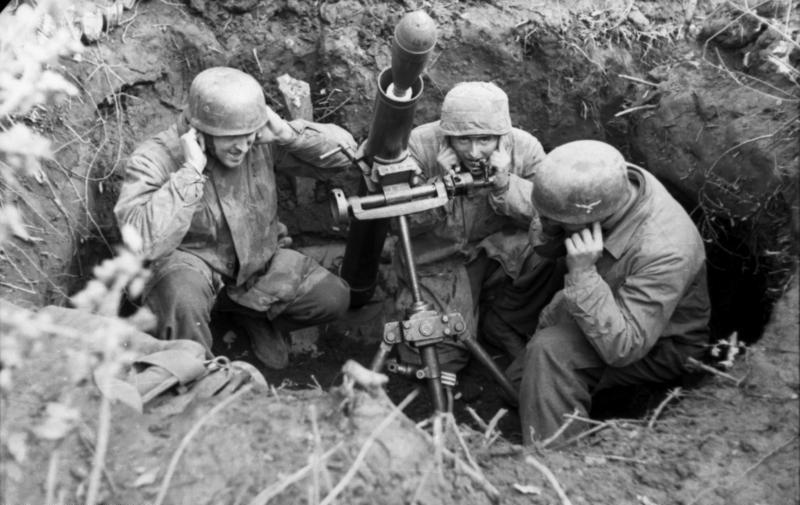 combat à Monte Casino Bundesarchiv_Bild_101I-577-1917-08%2C_Monte_Cassino%2C_Fallschirmjäger_mit_Granatwerfer