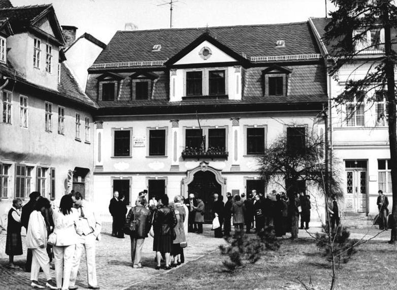 Bundesarchiv Bild 183-1984-0423-317, Weimar, Albert-Schweitzer-Gedenkstätte