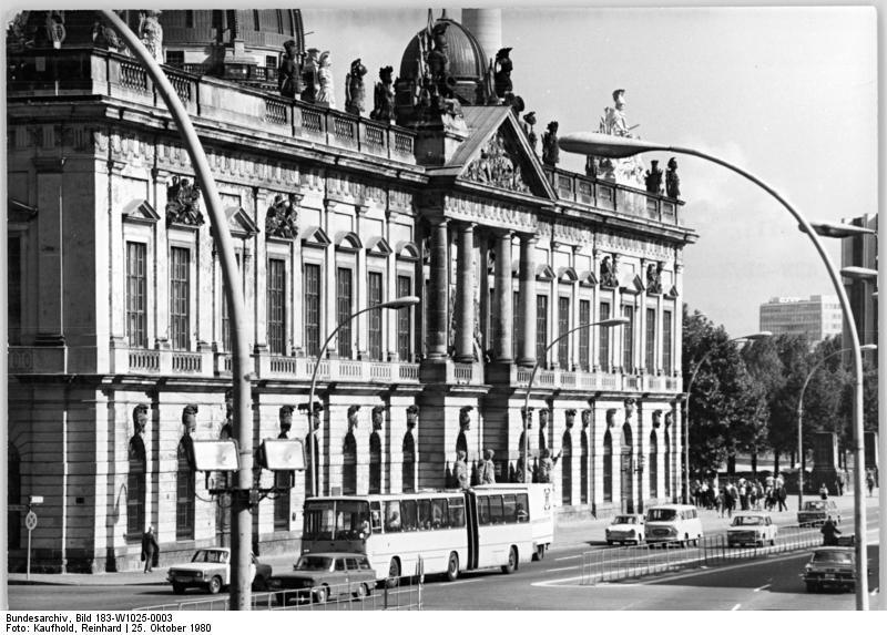 file bundesarchiv bild 183 w1025 0003 berlin museum f r deutsche wikimedia. Black Bedroom Furniture Sets. Home Design Ideas