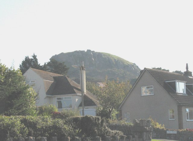 File:Castle Hill from the corner of Rockfield Drive - geograph.org.uk - 591553.jpg