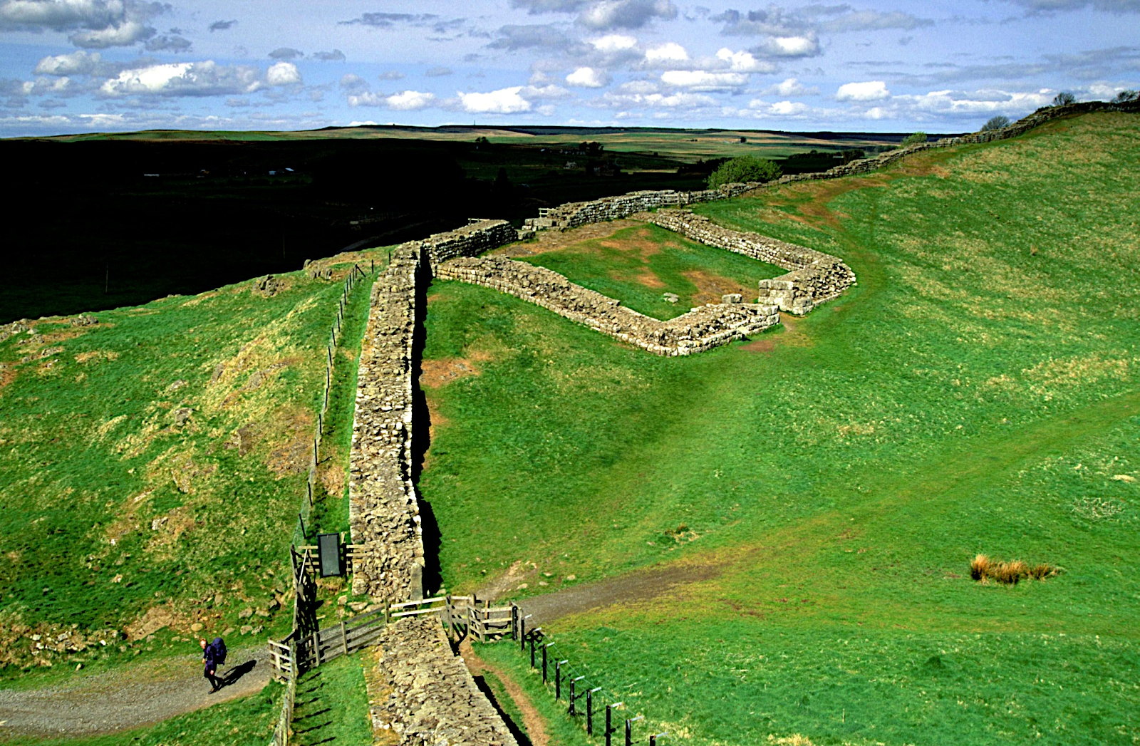 Cawfields Mile Caste, Hadrian's Wall, England - panoramio.jpg