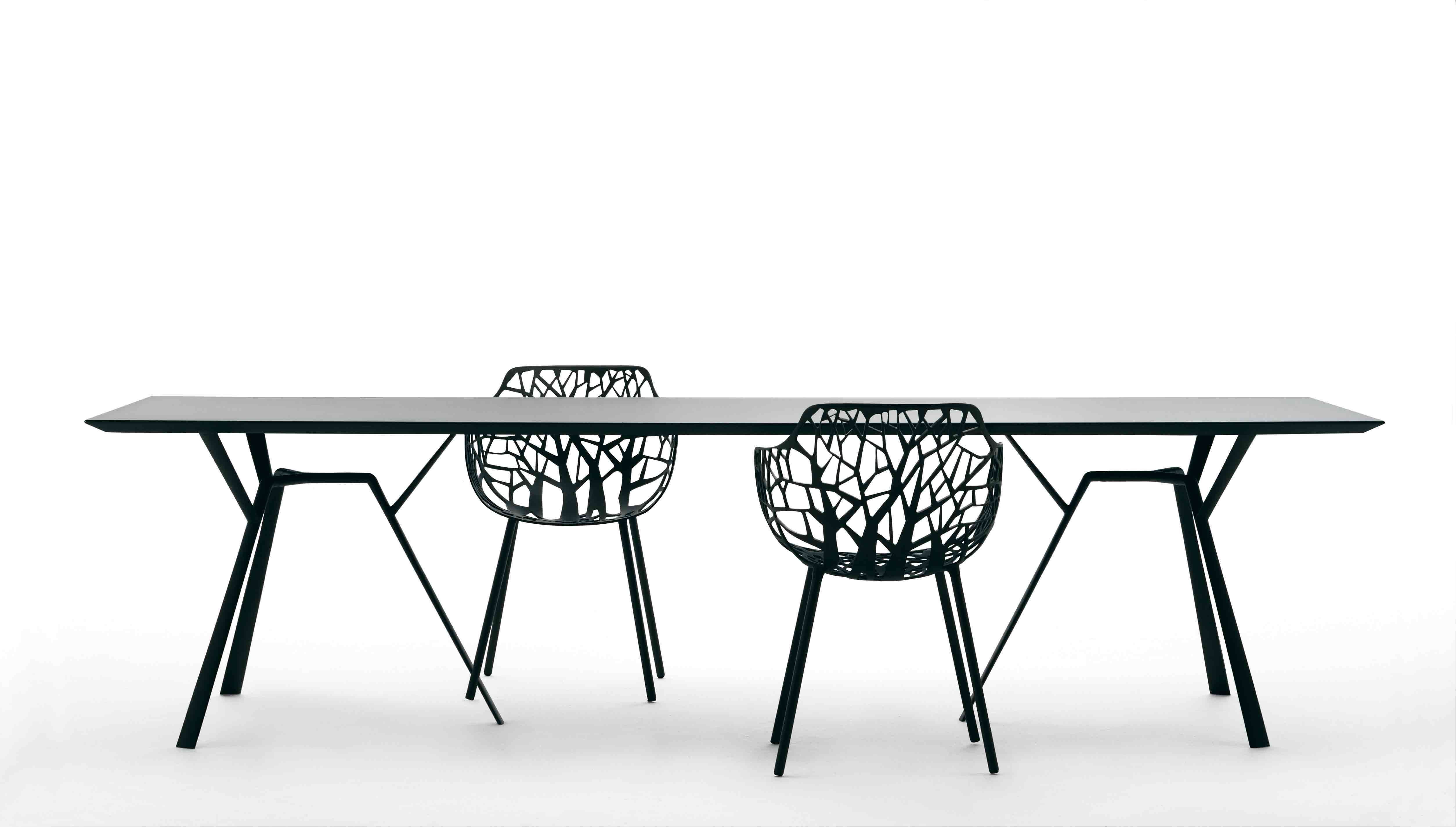 File Chairs table by Robby Cantarutti Wikimedia mons