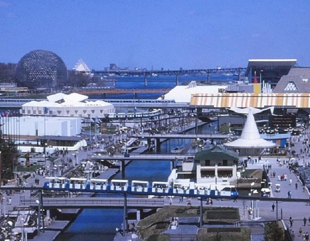 File Expo 67 238 Le Notre Dame Deux Rames Du Minirail Et L Expo Express Jpg Wikimedia Commons