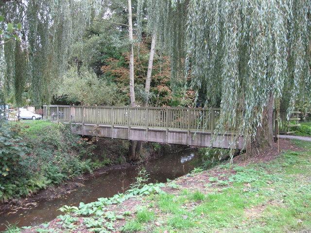 File:Footbridge over brook leading to Woking Park - geograph.org.uk - 1530270.jpg