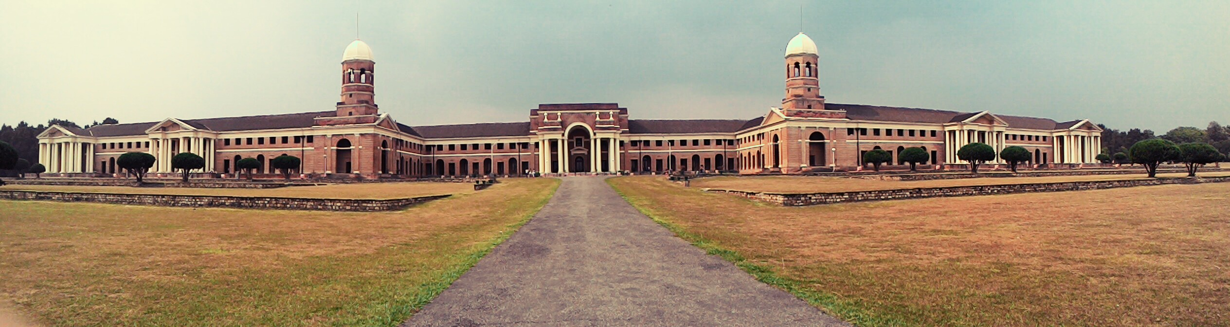 File:Forest Research Institute Dehradun Uttrakhand, India.jpg ...