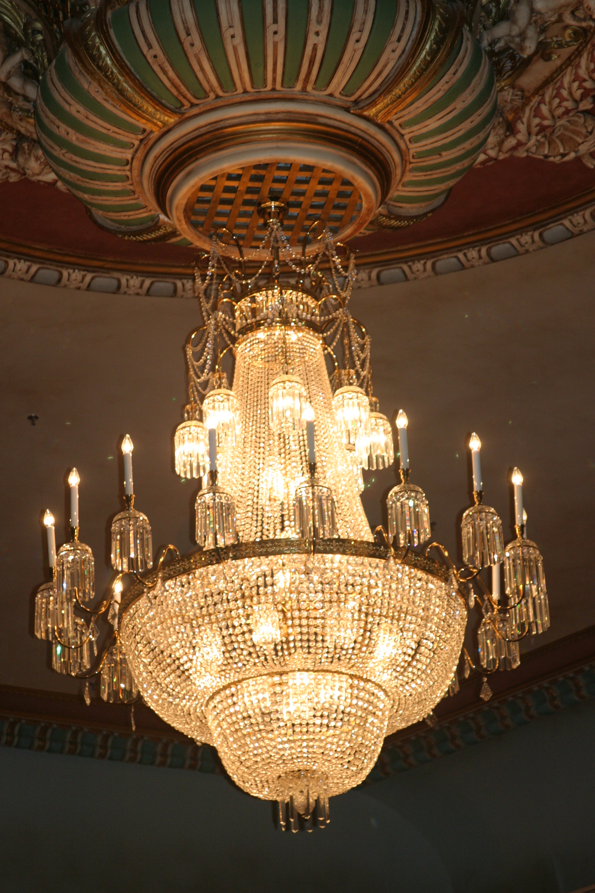 Fileimperial theatre chandelierg wikimedia commons fileimperial theatre chandelierg arubaitofo Image collections