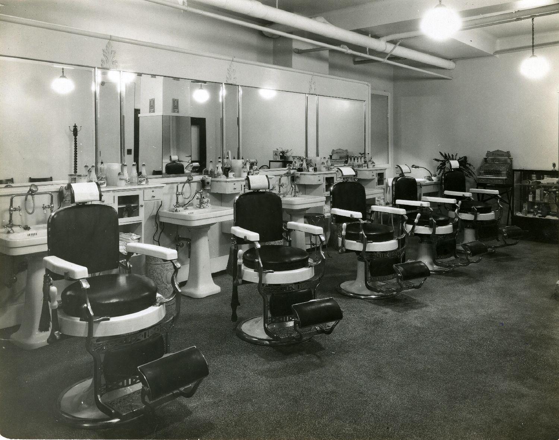 Fichier:Intérieur d\'un salon de coiffure BAnQ P748S1P2872 ...