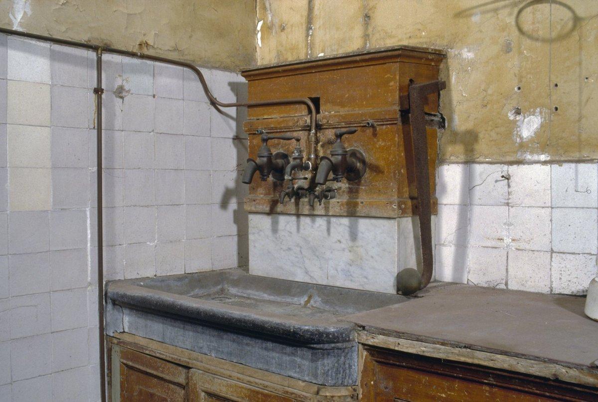 file interieur keuken aanzicht aanrecht met gootsteen