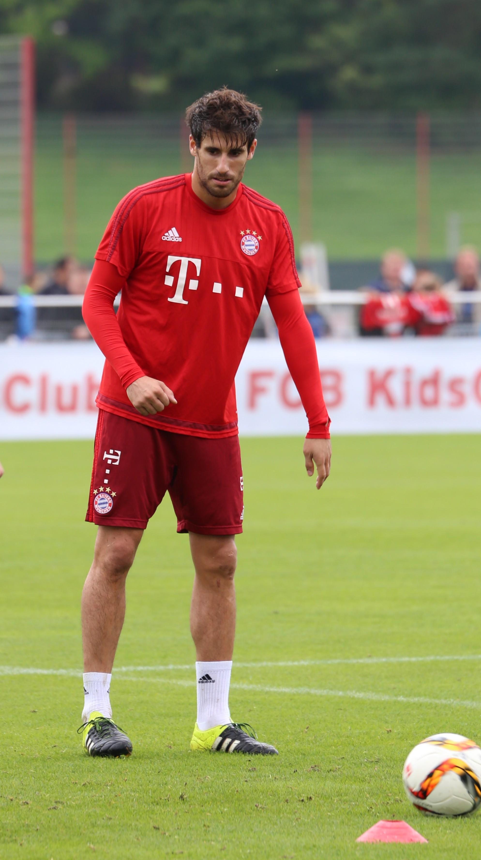 File Javi Martinez Training FC Bayern München 8 Wikimedia