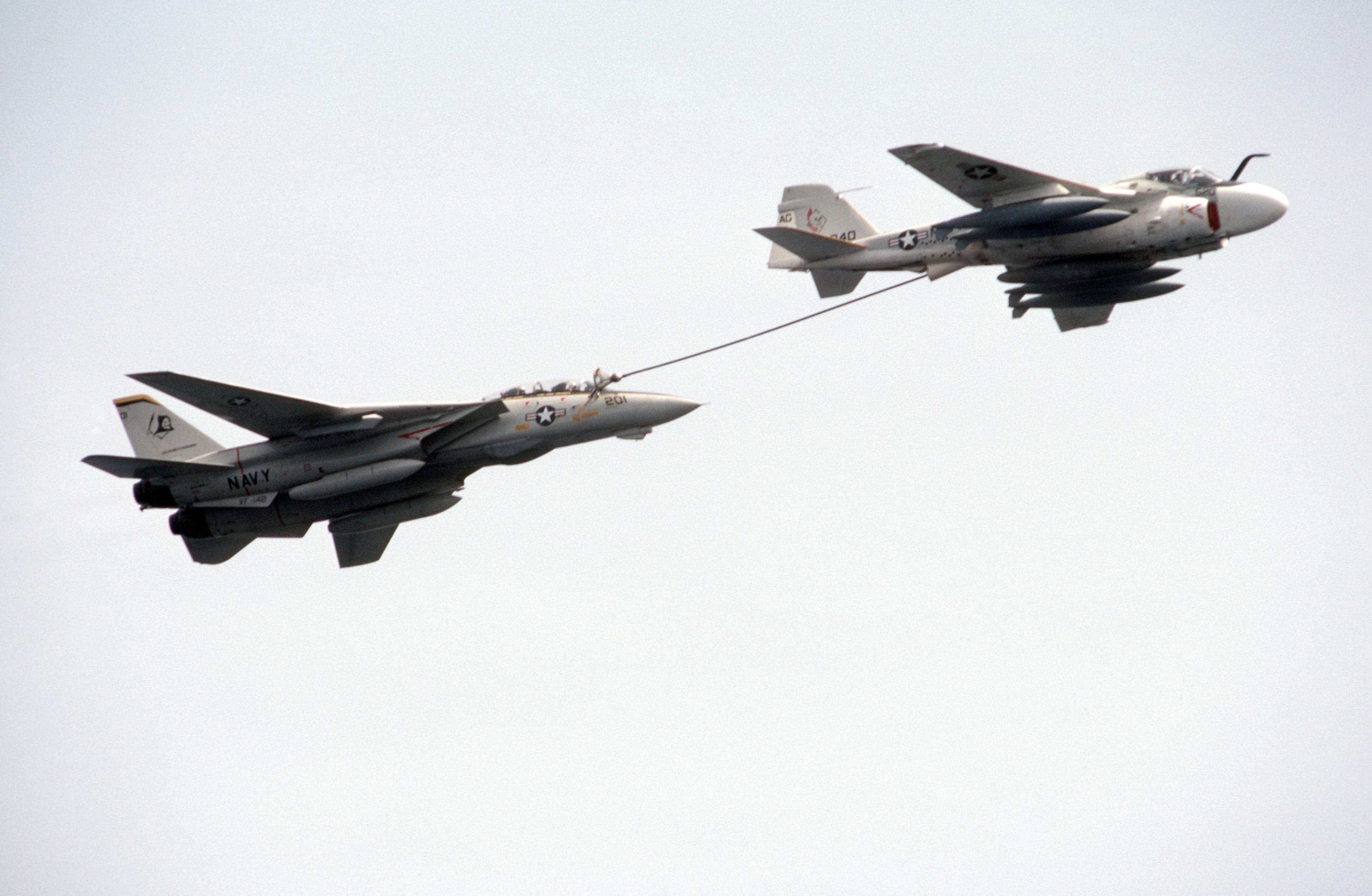 Grumman A-6 Intruder y EA-6B Prowler KA-6_F-14_DN-ST-87-10386