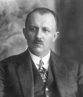 https://upload.wikimedia.org/wikipedia/commons/d/df/Kazimierz_Bartel.jpg