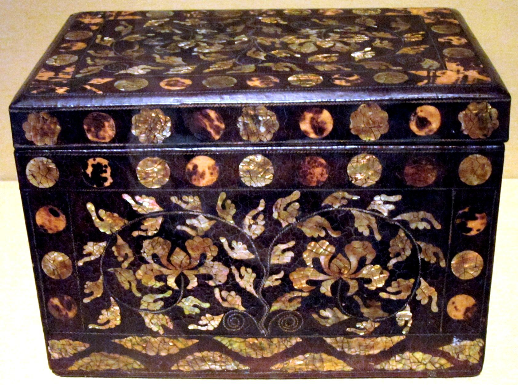 File:Korean covered lacquer box, mid to late 18th century