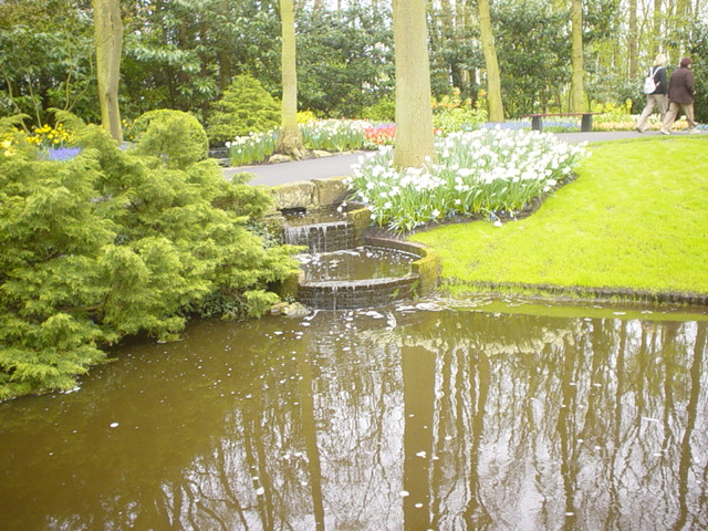 /**جمال الطبيعة في فصل الربيع**\ Kuekenhoff_Canal_001