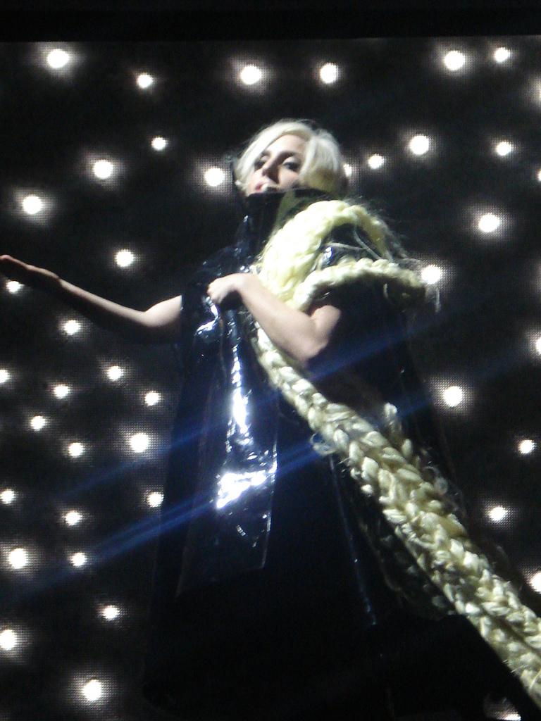 Lady_Gaga_-_Rapunzel_braids_-_MONSTER_BA