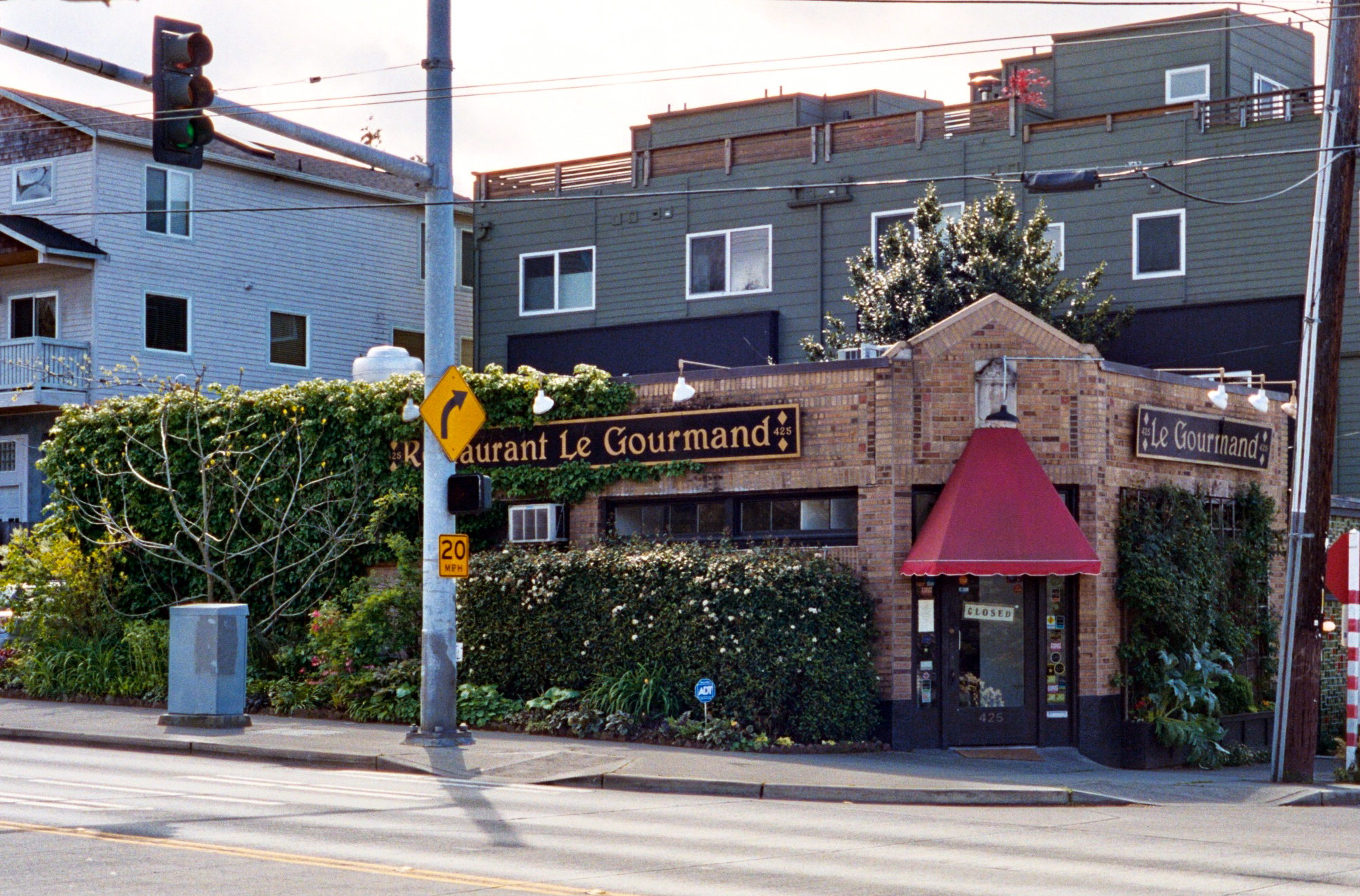 File le gourmand restaurant seattle wikimedia commons for Restaurant le jardin gourmand pramousquier