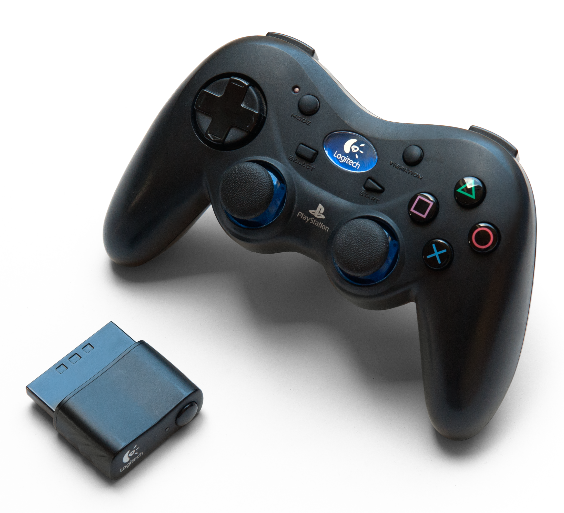 File:Logitech Cordless Action Controller + Dongle.png ...