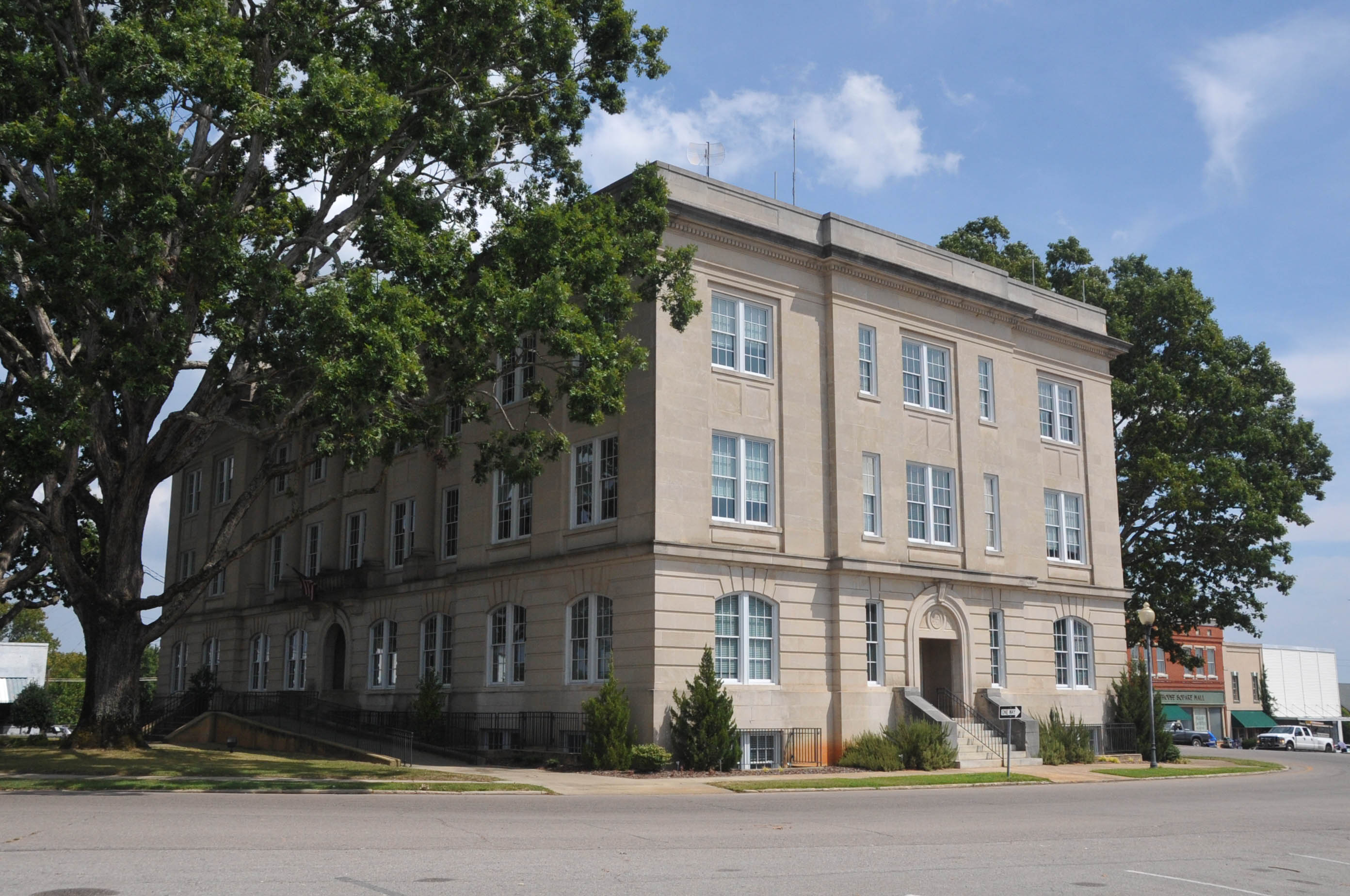 File:MOORE COUNTY COURTHOUSE,balance of moore county