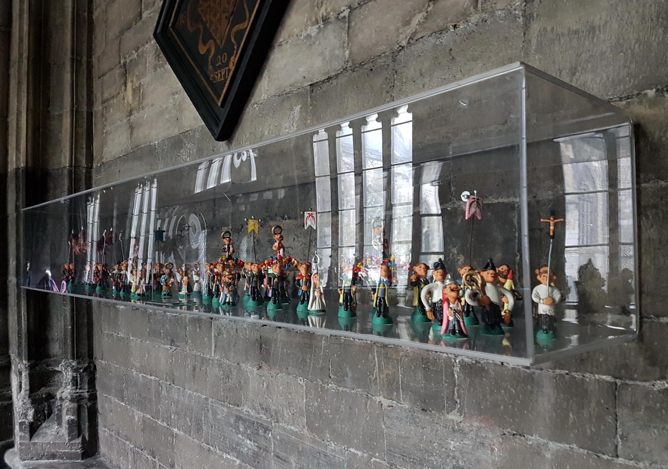 File:maastricht olv basiliek kruisgang ingang schatkamer