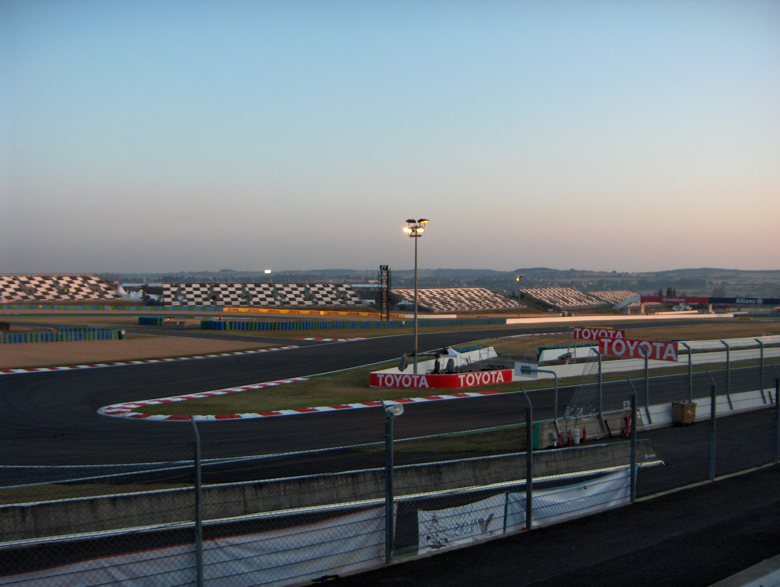 file magny cours morning before the race jpg wikimedia commons. Black Bedroom Furniture Sets. Home Design Ideas