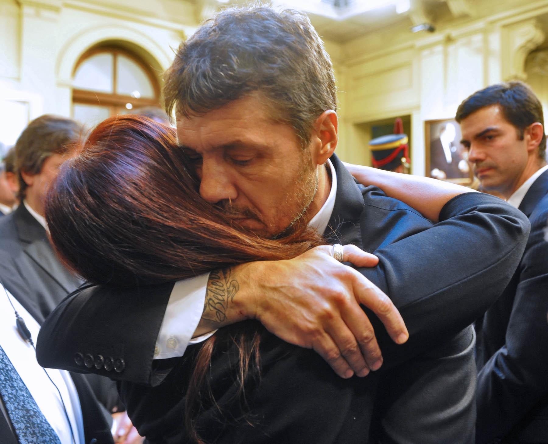 http://upload.wikimedia.org/wikipedia/commons/d/df/Marcelo_Tinelli_funeral_Nestor_Kirchner.jpg